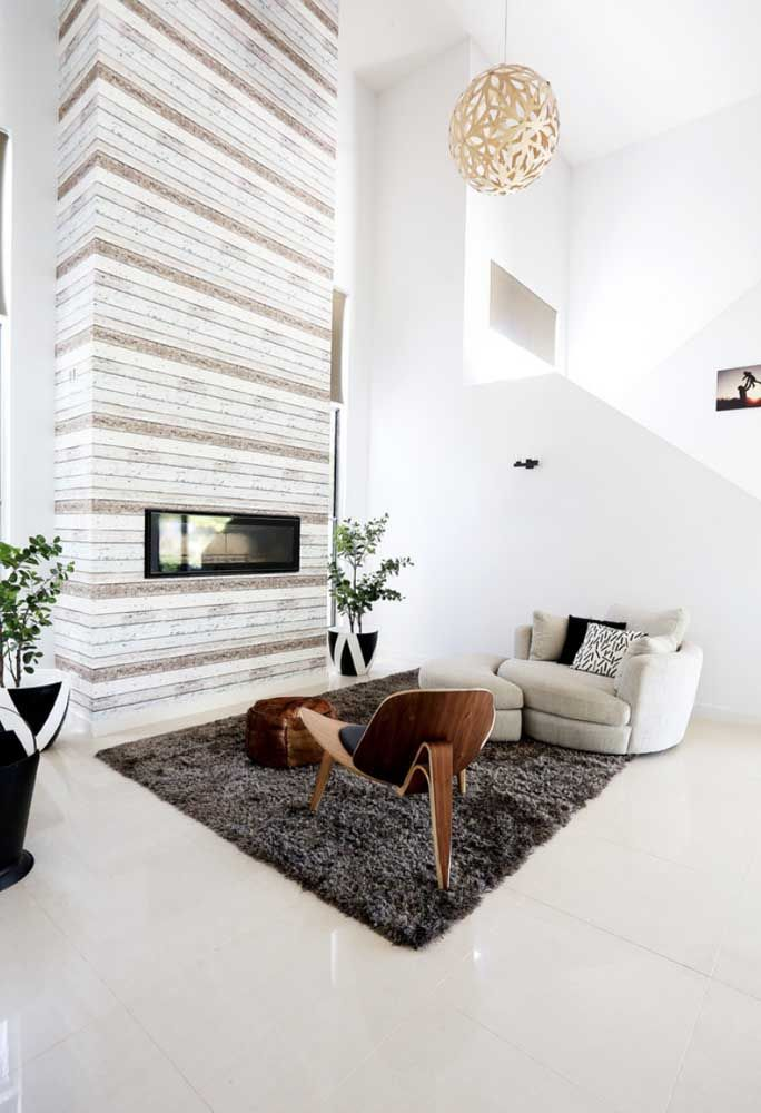 O piso porcelanato bege foi a escolha do ambiente para destacar elegância e luxo