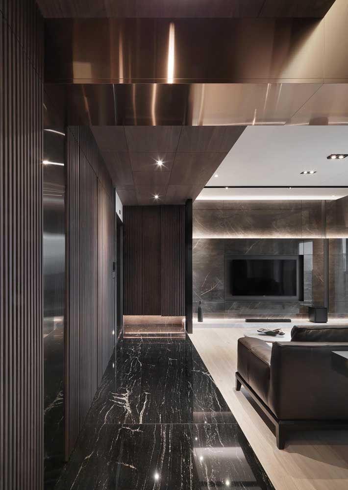Porcelanatos no estilo mármore escuro também faz muito sucesso em ambientes elegantes
