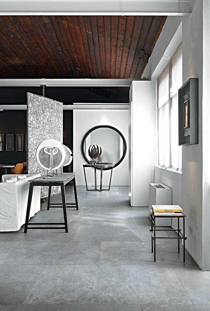 Ambientes diferentes que mesclam estilos rústicos e modernos pedem por um piso porcelanato de arrasar, como neste caso