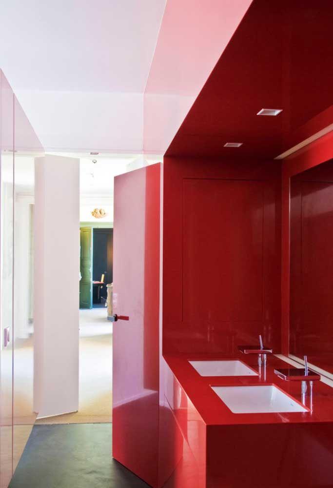 Bancada em Marmoglass vermelho: uma das opções mais buscadas para diversificar decorações hoje em dia