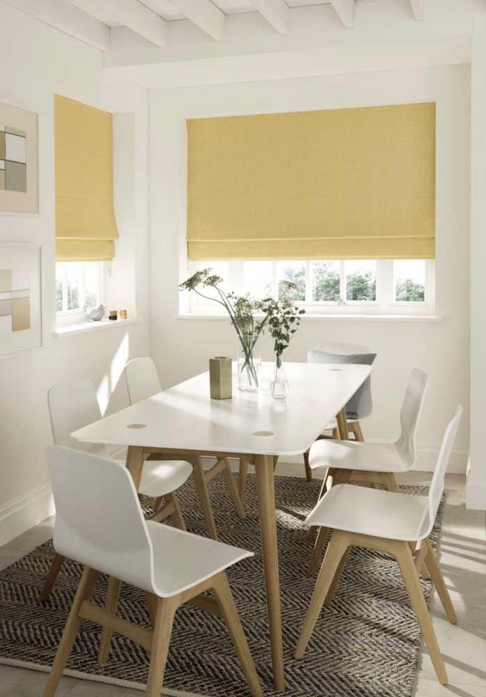 Um pouco de amarelo para aquecer a sala de jantar