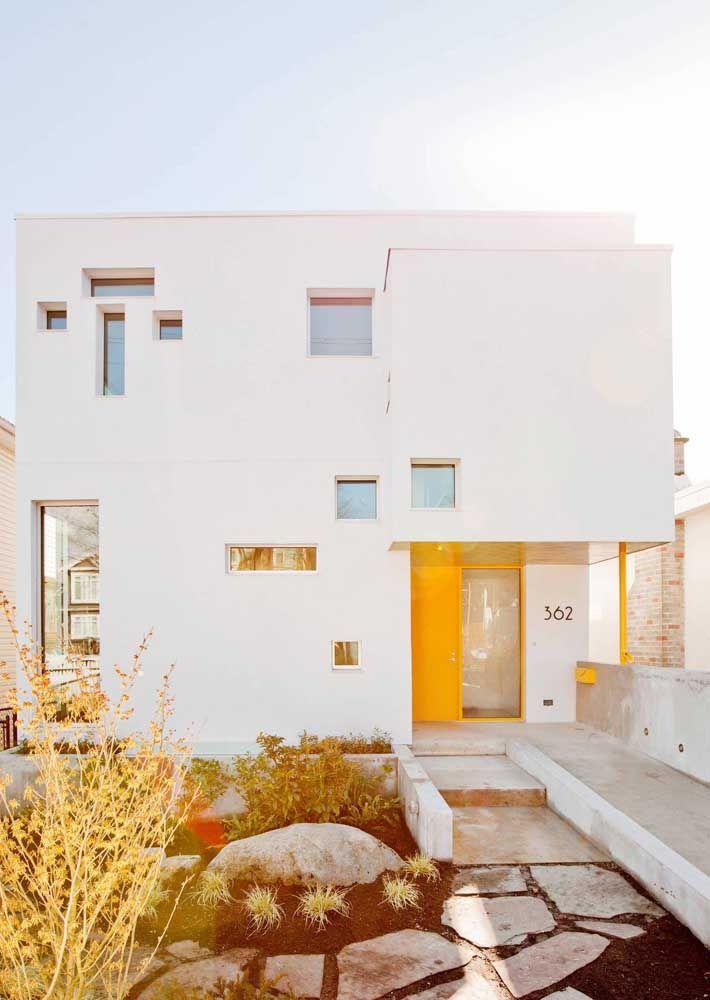 Você também pensou nas casas mediterrâneas ao ver essa casa quadrada?