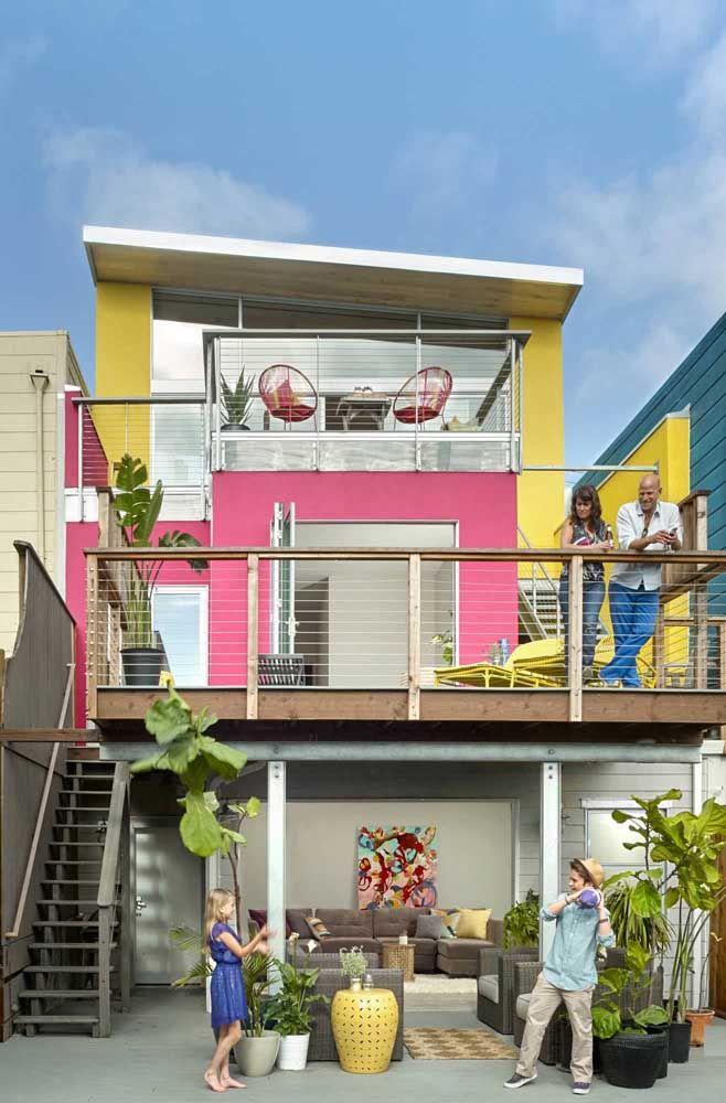 E o que acha de levar cores, muitas cores, para a sua casa quadrada?