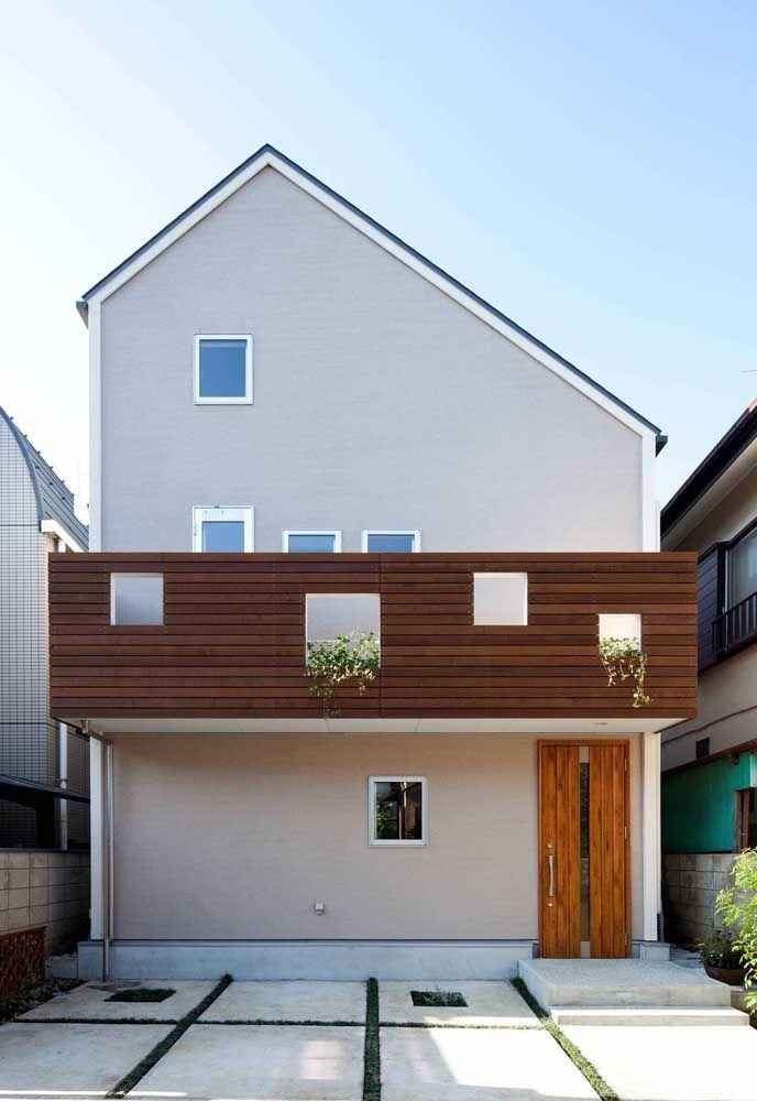 Quadrada sim, mesmo com a leve interferência que o telhado causa na estrutura