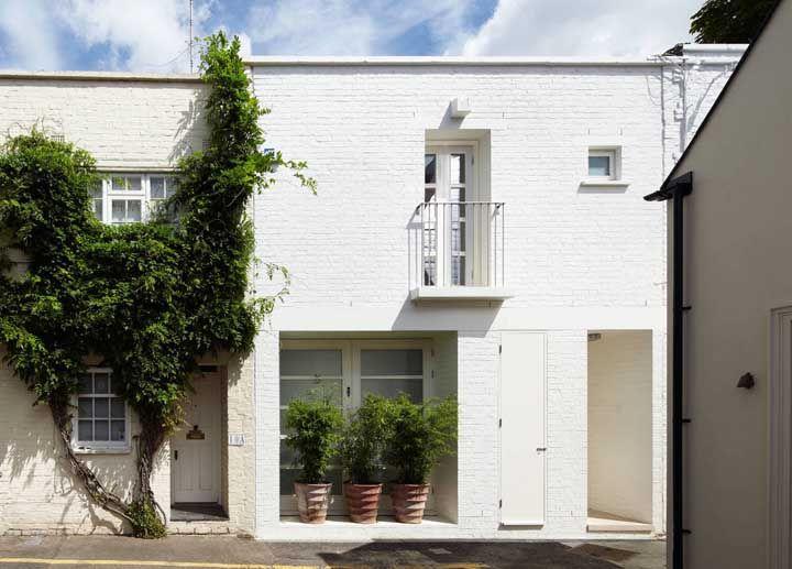 E o que dizer dessa casa quadrada de tijolinhos brancos? Linda, romântica e delicada