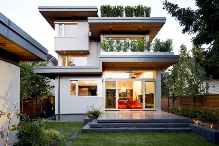 Mesmo em um terreno pequeno é possível pensar em plantas de casas quadradas como essas: elegantes, luxuosas e muito confortáveis