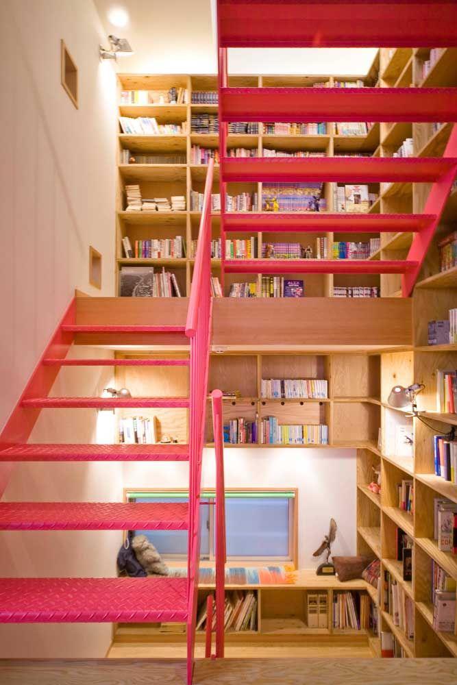 Parece uma livraria, mas é uma casa