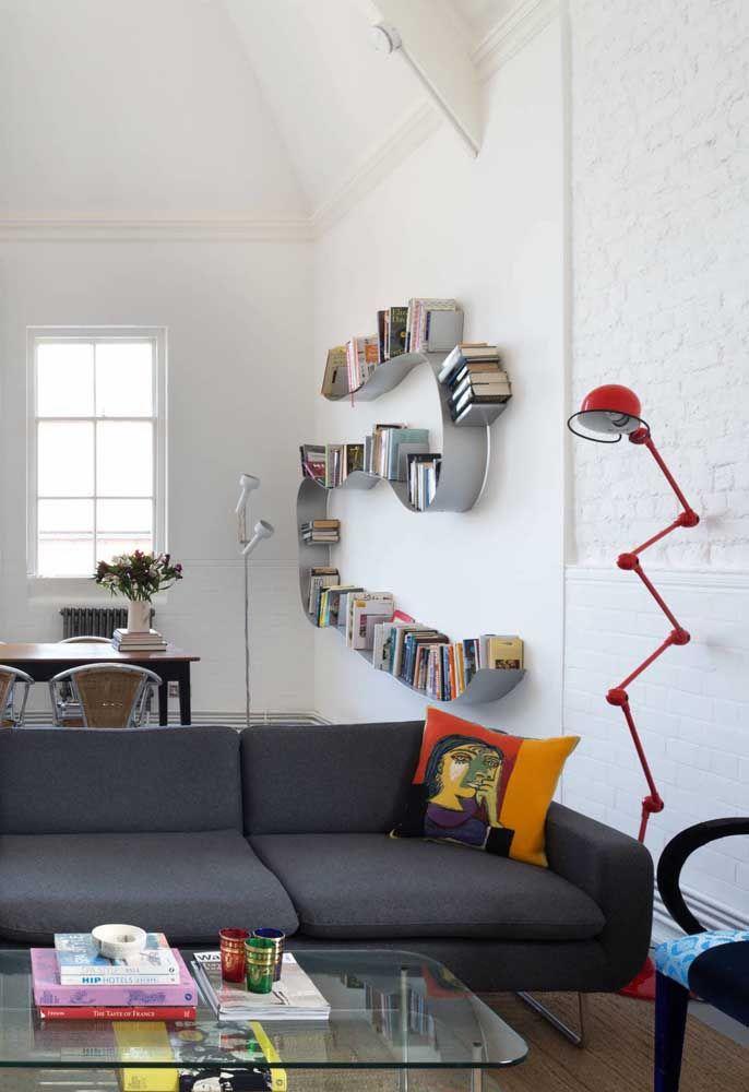 Explore formas e contornos inusitados para os seus livros; veja como esse detalhe muda a cara da decoração