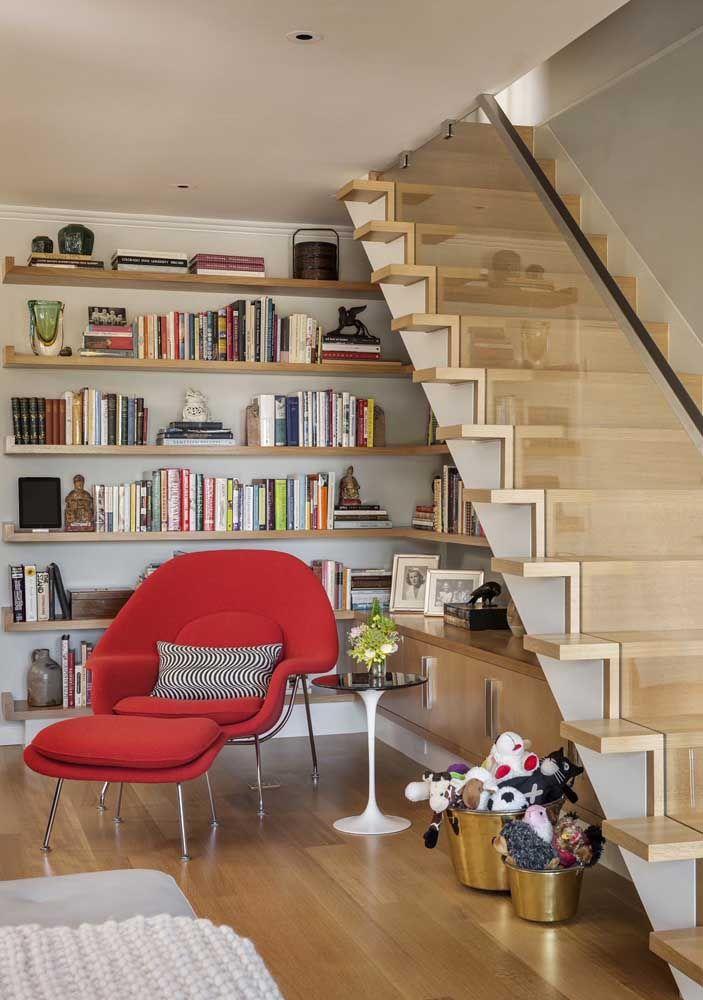 Você não precisa de muito para montar um cantinho da leitura, bastam os livros e uma poltrona confortável
