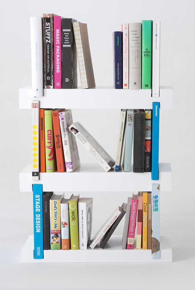 Se preferir pode apostar em um suporte para livros que fique sobre a mesa ou o rack, como esse aqui da imagem