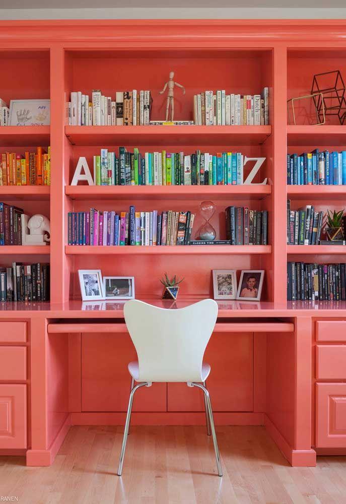 Seu home office nunca mais será o mesmo com uma estante Coral