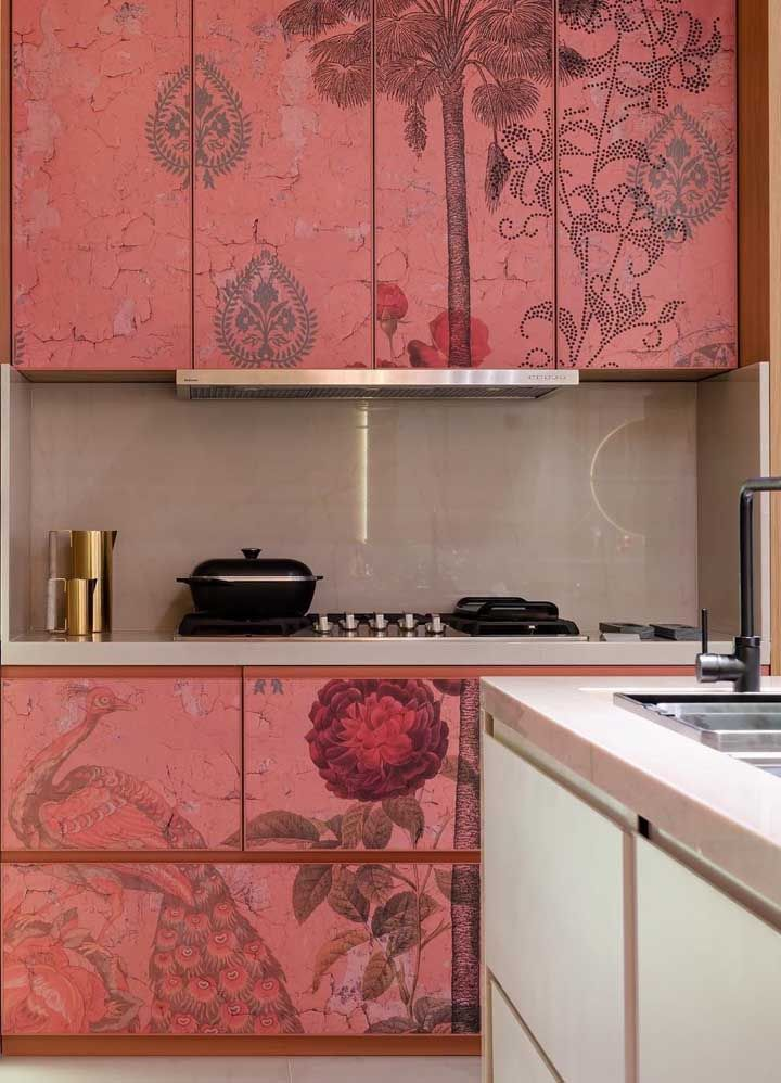 Renove sua cozinha usando painel adesivo no armário: uma maneira simples, prática e econômica de decorar