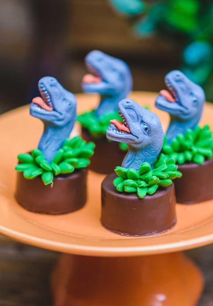 Com o material certo você consegue criar vários personagens para decorar os doces da festa.