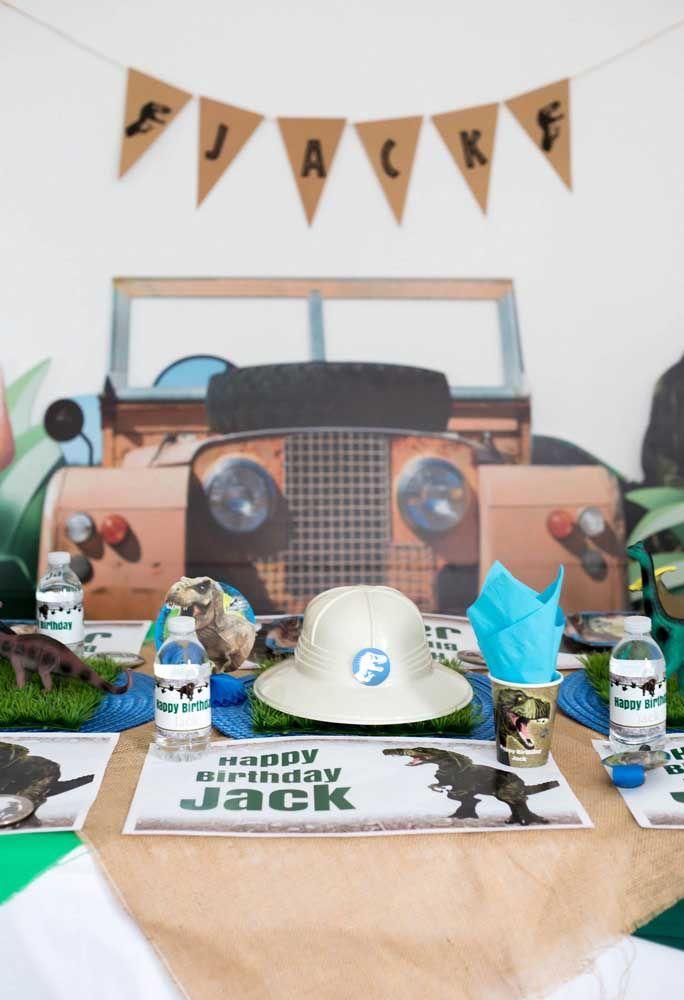 Que tal fazer um painel como se fosse o carro do Jurassic Park entrando na festa?