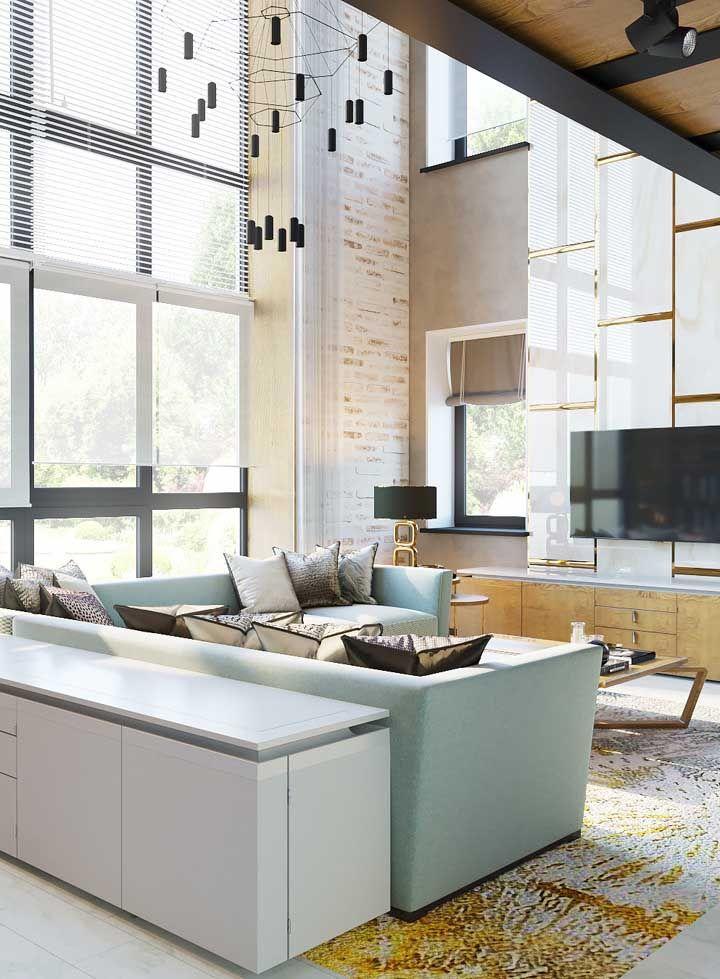 O estilo industrial combina muito com casas de pé-direito duplo, uma vez que esse conceito de decoração nasceu nos antigos galpões de fábricas americanos