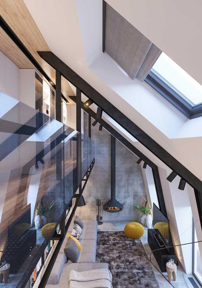 Um ambiente com pé-direito duplo visto de cima: elementos que contribuem na decoração e no conforto do espaço
