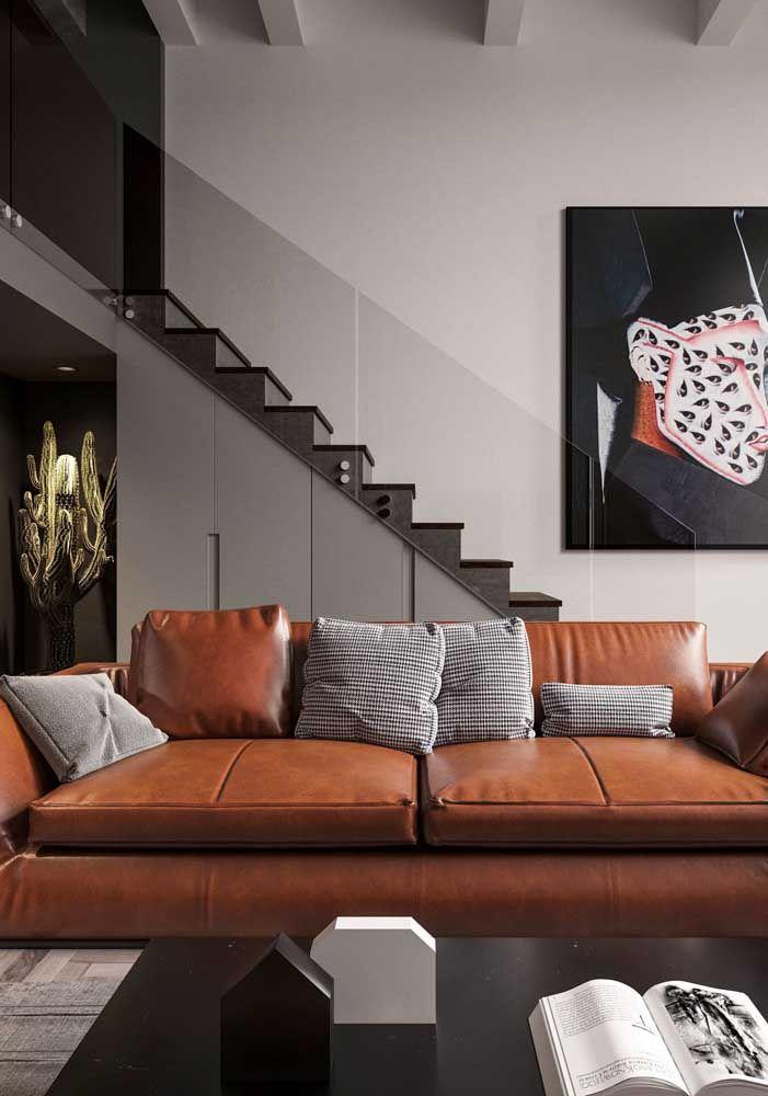 Destaque para o lindo guarda corpo em vidro, perfeito para escadas e mezaninos em casas com pé-direito duplo