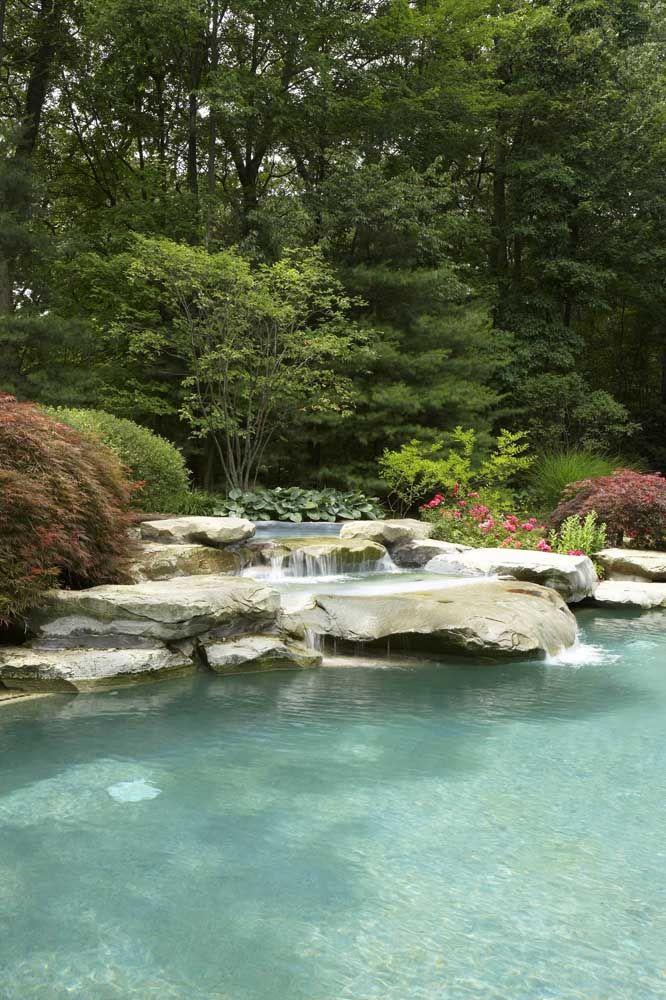 O aspecto de piscina natural é muito buscado por quem está fazendo um lago artificial