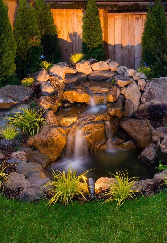 Além do paisagismo, a iluminação faz toda a diferença na decoração do lago artificial