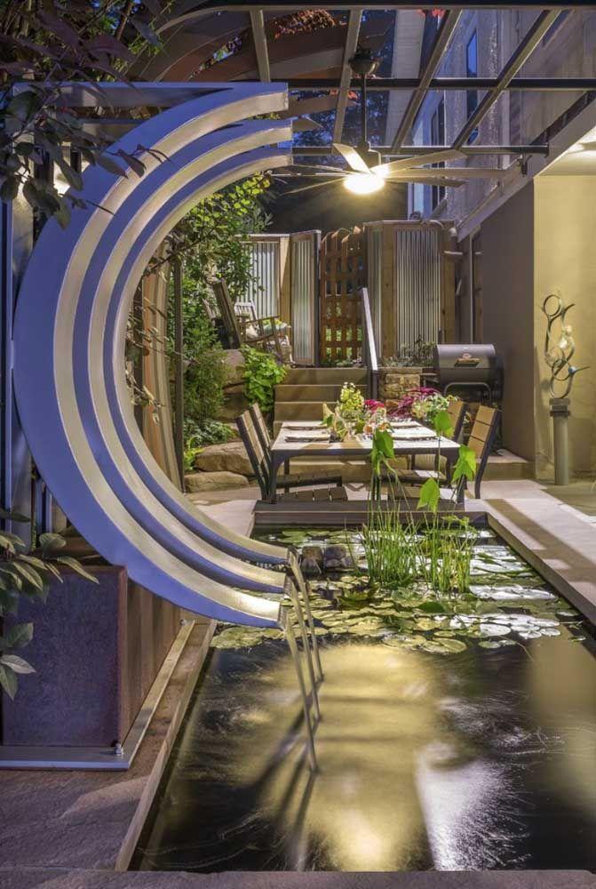 Mais um lago artificial de alvenaria com vegetação simples para potencializar a decoração elegante