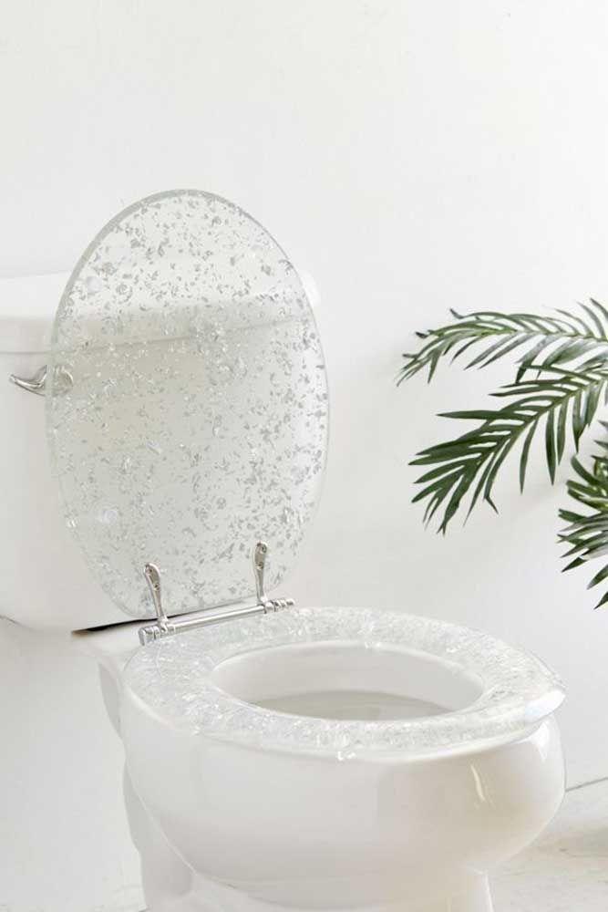 Não se esqueça de escolher o assento que mais combina com o vaso e o estilo do seu banheiro; existem infinitas opções nas lojas