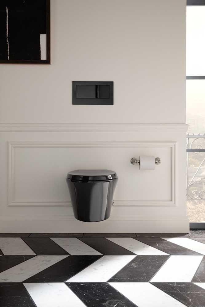 Vaso sanitário moderno e suspenso; o visual nem lembra o de um banheiro