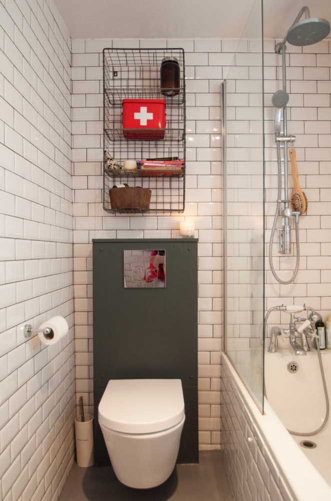Vaso sanitário suspenso branco e simples