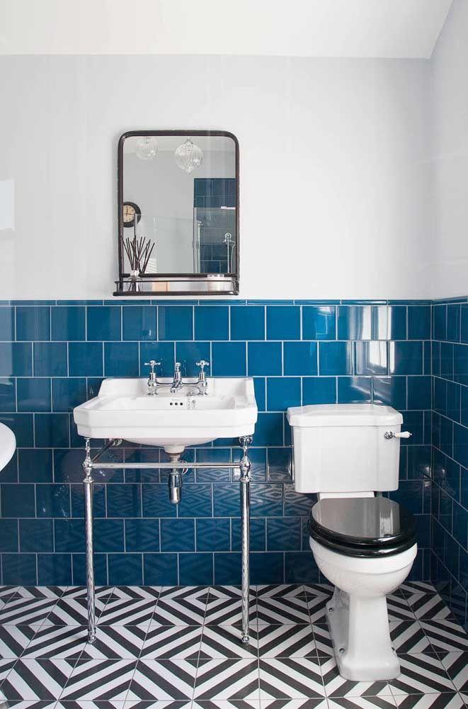 Uma opção para diferenciar a decor do seu banheiro é optar por um assento de cor diferente a do vaso