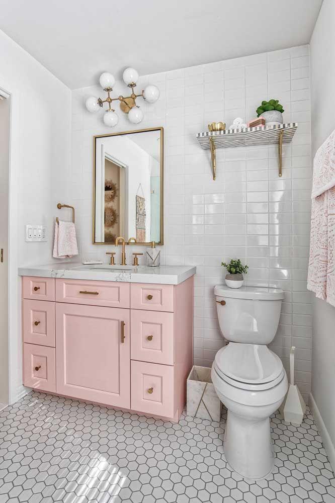 Banheiro de estilo romântico com vaso sanitário de caixa acoplada branca: um modelo que se encaixa em qualquer estilo de decoração