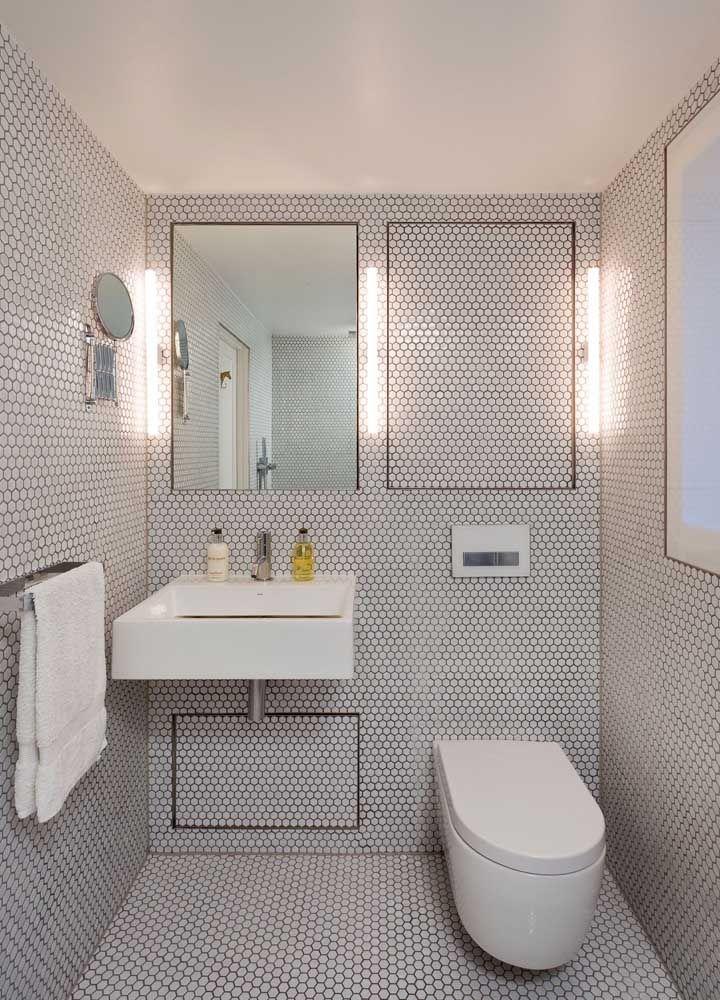 Uma dica: se optar por um vaso sanitário suspenso, use um gabinete suspenso também; a combinação fica incrível