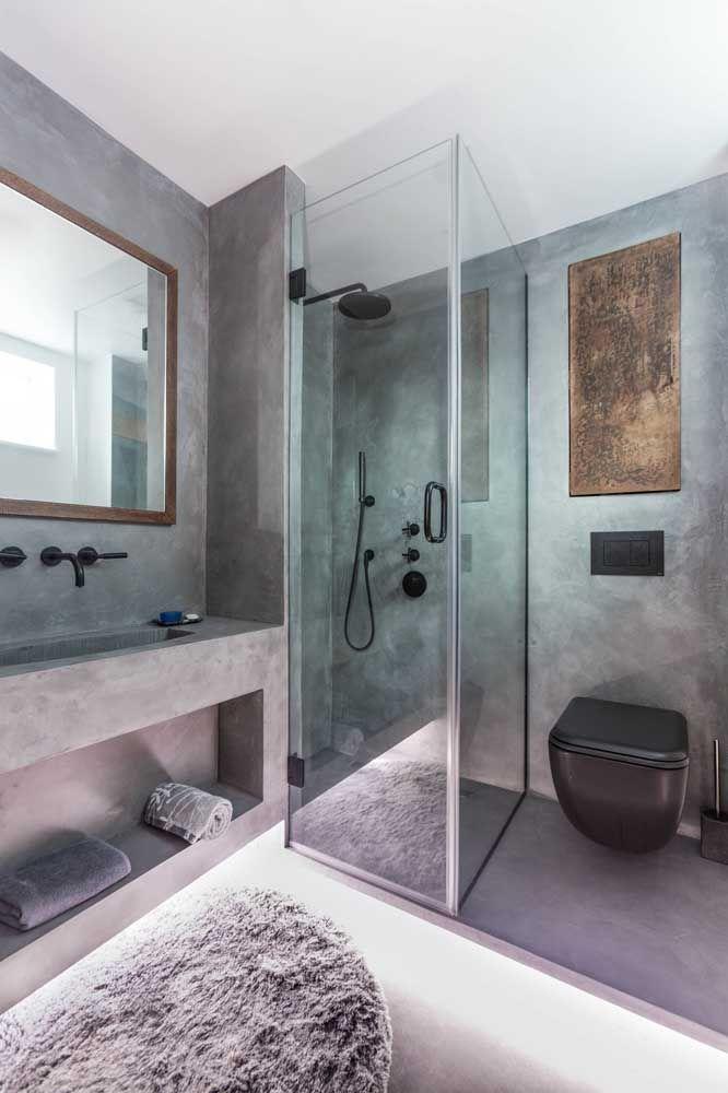 Esse banheiro com paredes em cimento queimado ficou ainda mais moderno com o vaso sanitário preto