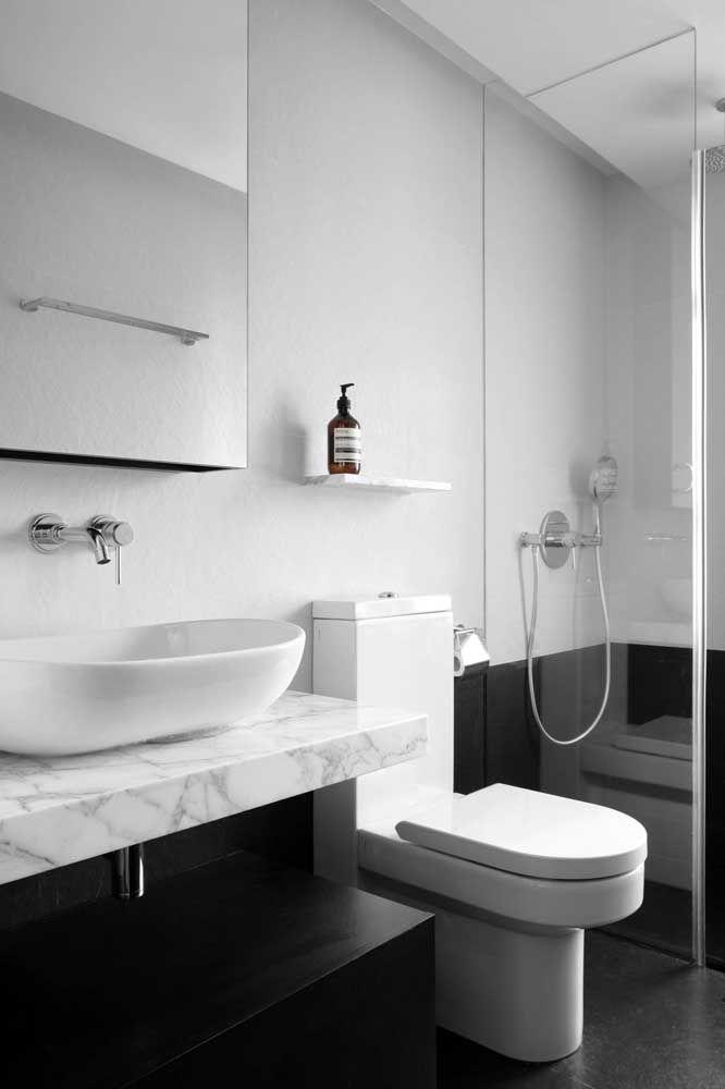 Design e estilo não faltam para esse modelo de vaso sanitário com caixa acoplada
