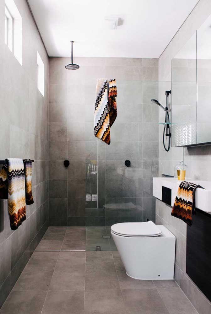 Para economizar espaço, o vaso sanitário com válvula de parede é a melhor opção