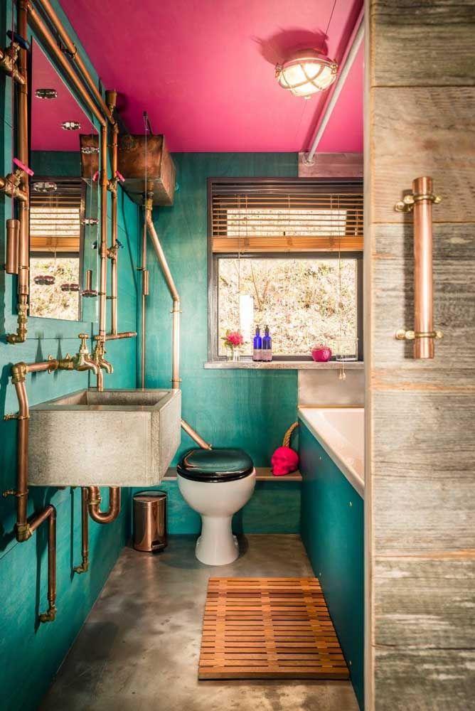 Um banheiro nada convencional, com exceção do vaso sanitário