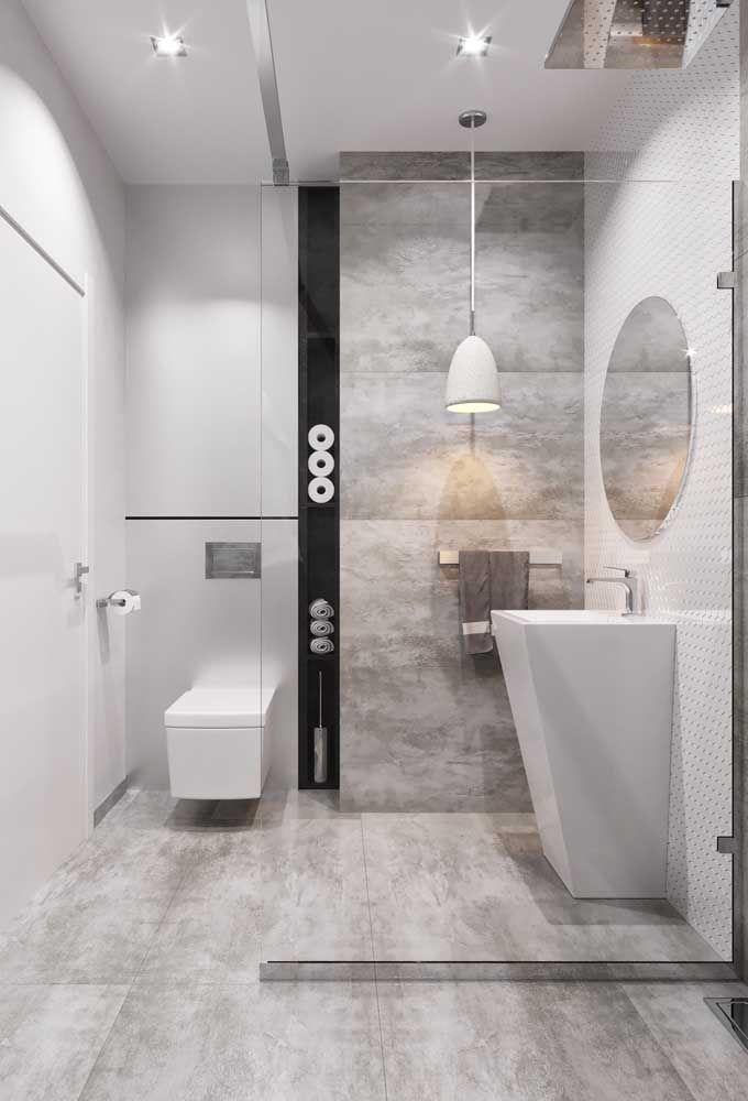 Banheiro branco com louças modernas e design original