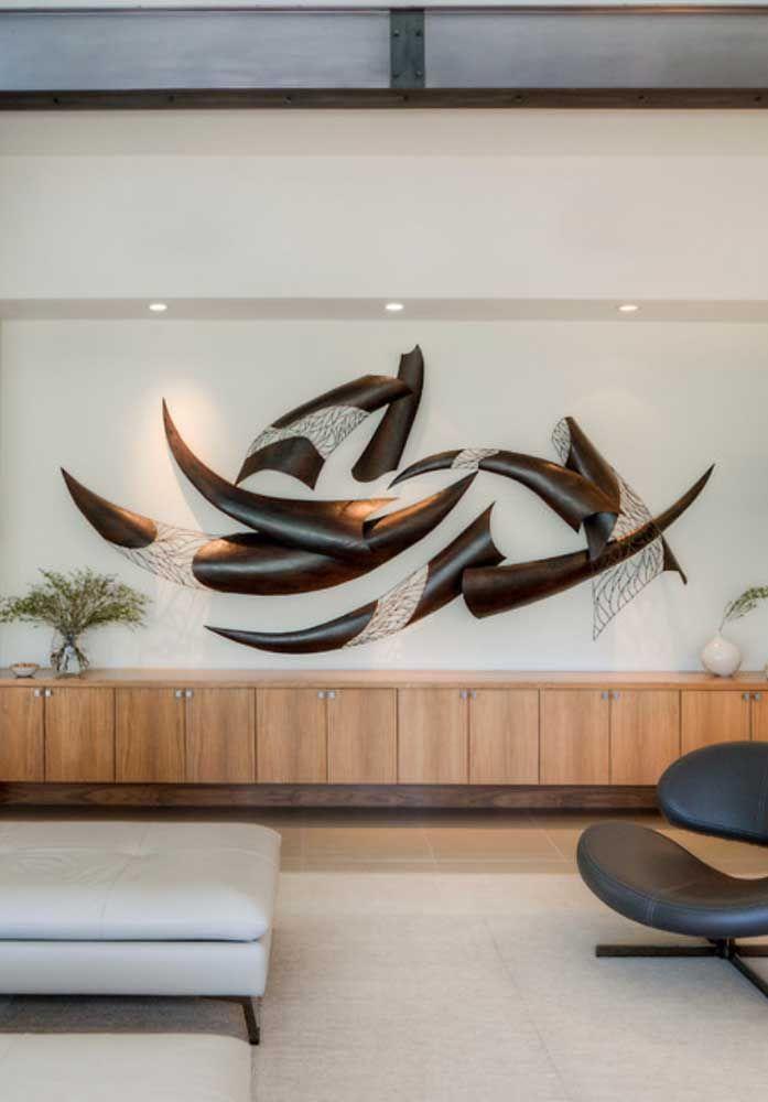 Lindíssima escultura de parede irreverente com efeito de entrada e saída da parede