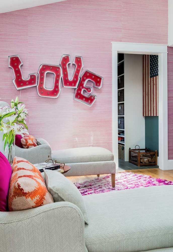 Frases e palavras também podem compor as esculturas de parede