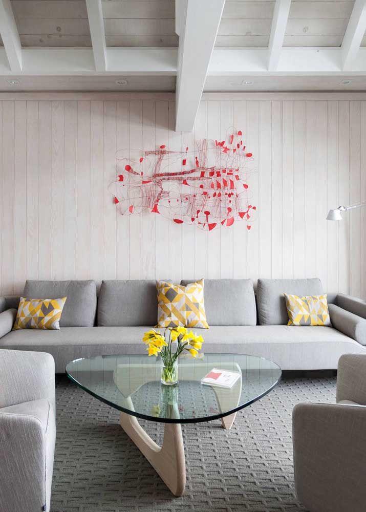Escultura de parede simples e delicada, ideal para ambientes neutros e sóbrios