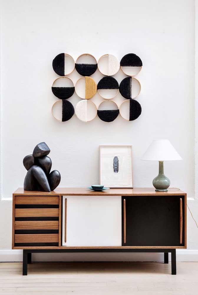 Essa escultura de parede pode ser feita em casa. Leva apenas molduras de madeira e linhas de lã
