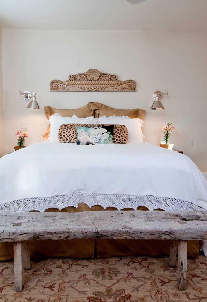 Escultura de parede em madeira talhada; perfeita para decorações rústicas ou provençais
