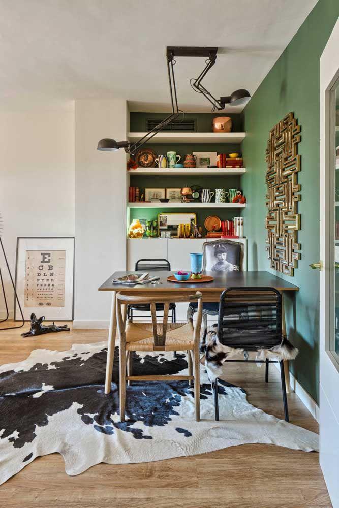 Escultura de parede em ferro no estilo labirinto, perfeito para ambientes modernos