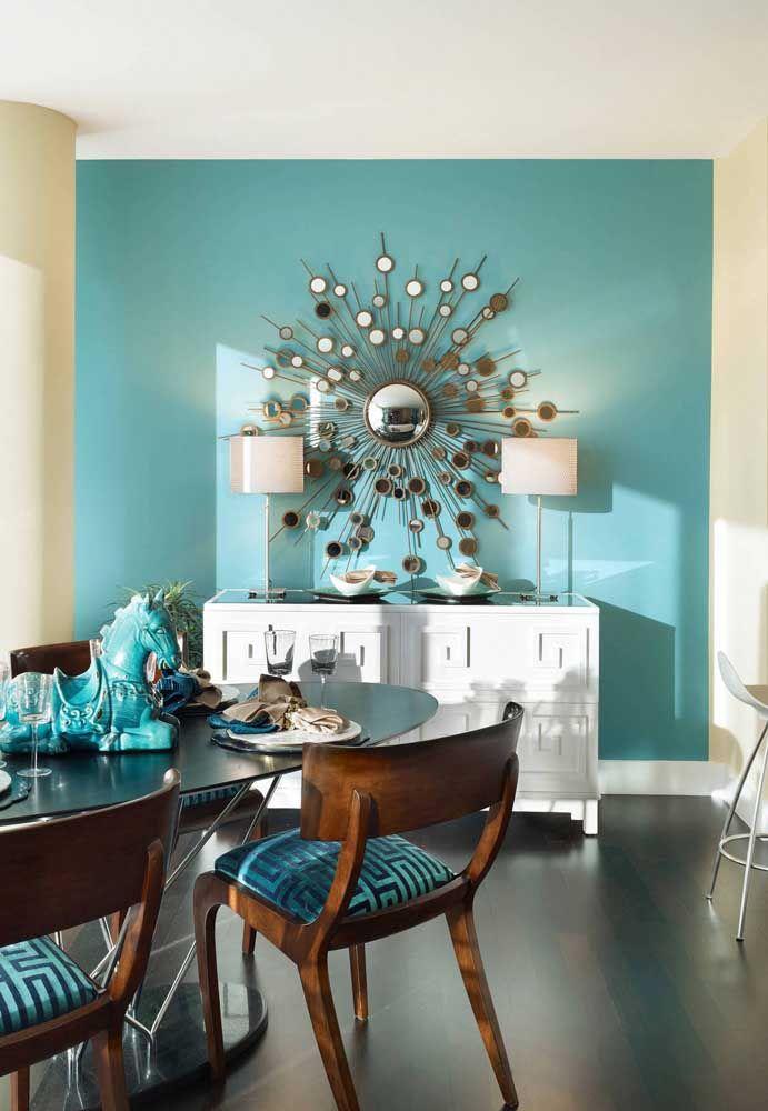 Escultura de parede de espelho; as opções mais usadas são as que trazem pequenos pedaços unidos para formar uma peça maior