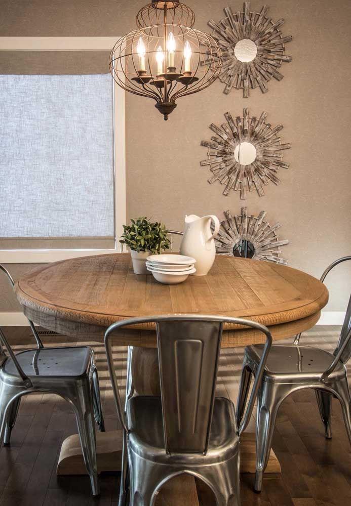 Trio de esculturas de parede feitas com espelhos e madeira; pequenos sóis para a sala de jantar
