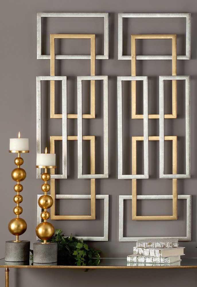 Escultura de parede em ferro dourado e prateado, perfeito para opções sóbrias e sofisticadas de decoração