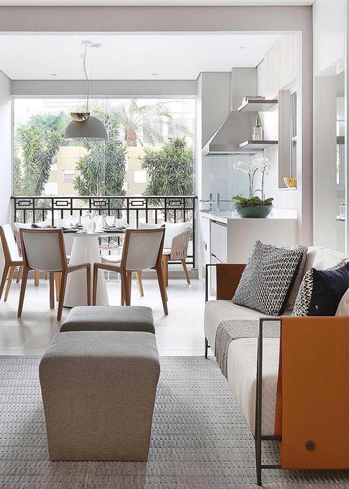 Quatro em um: sala de estar, sala de jantar, cozinha e varanda