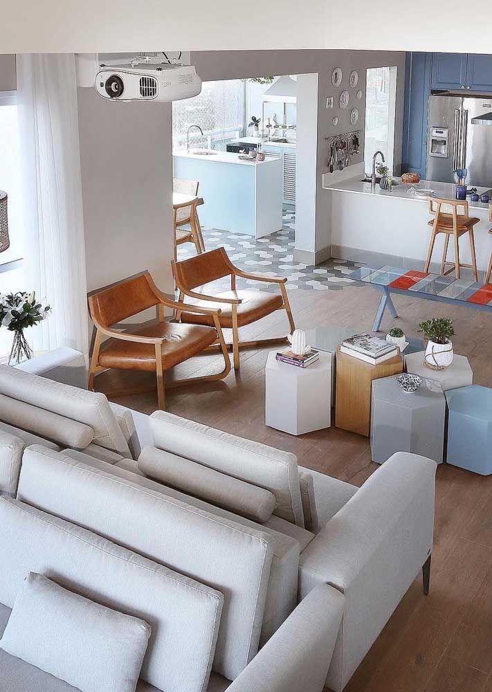 Sala dois ambientes com cozinha americana