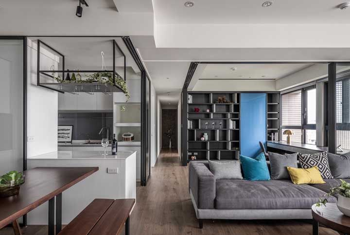 As portas de vidro de correr garantem um certo isolamento quando for necessário entre os ambientes