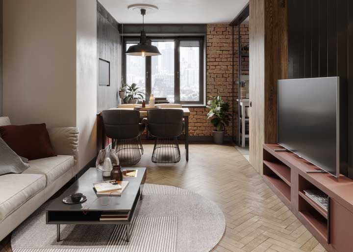 Home Office e sala de estar integrados