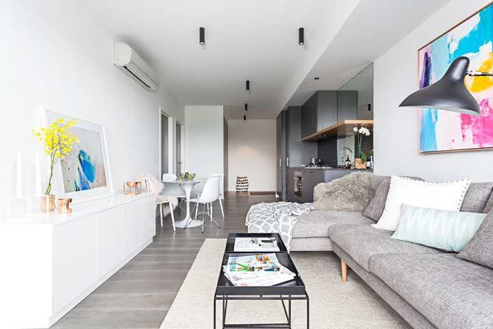 Sala dois ambientes retangular e estreita tem salvação sim! Olha só como é possível decorar com muito estilo sem perder funcionalidade