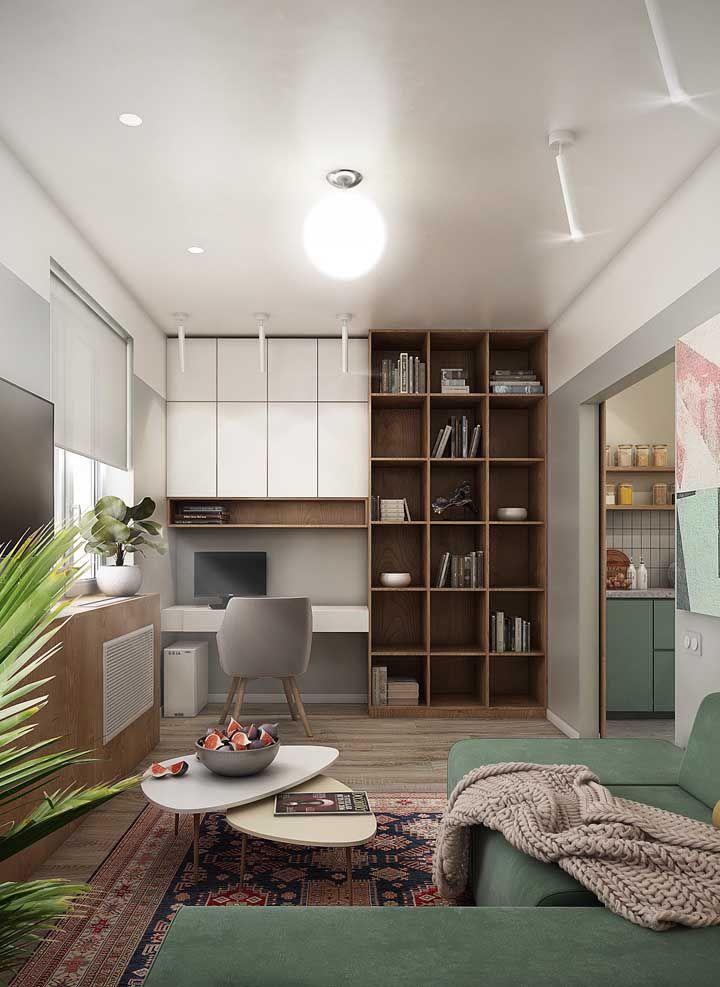 A integração aqui foi feita entre sala de estar e home office; o vão amplo garante acesso fácil a cozinha, integrando-a parcialmente aos dois ambientes
